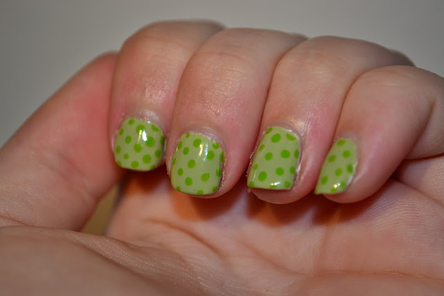 Polkadot Nails by Elins Nails
