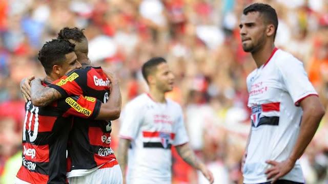 Flamenguistas fazem a festa com o gol da virada, de Guerrero, para desespero do São Paulo, que perde o terceiro jogo seguido