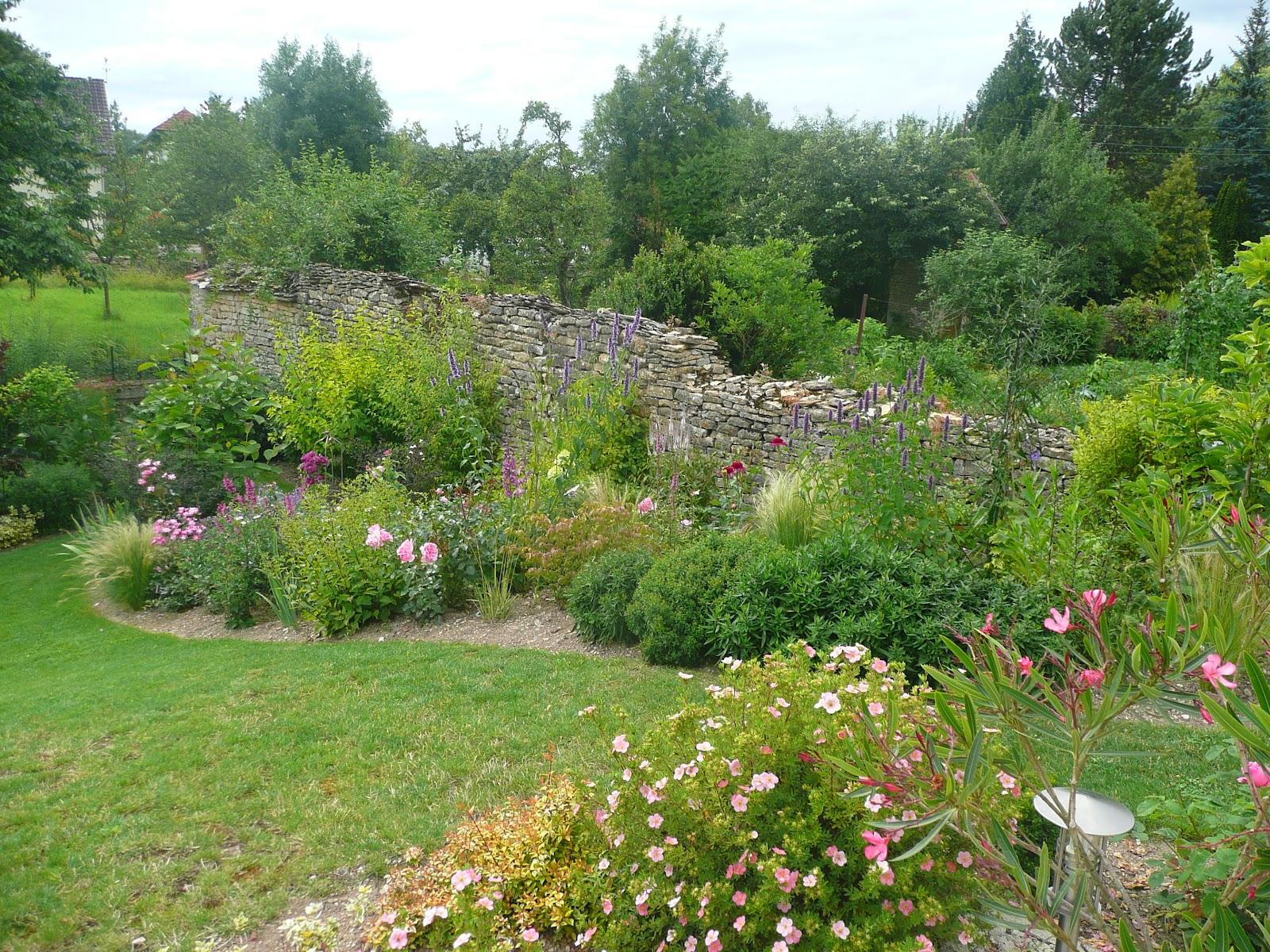 Notre jardin secret.: Massif Lavender Dream: avant/après