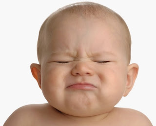 Bayi meragam sembelit tak dapat buang air besar (bab) sukar berak, susu formula punca bayi sembelit, ubat enema bantu buang air besar, gambar bayi sembelit