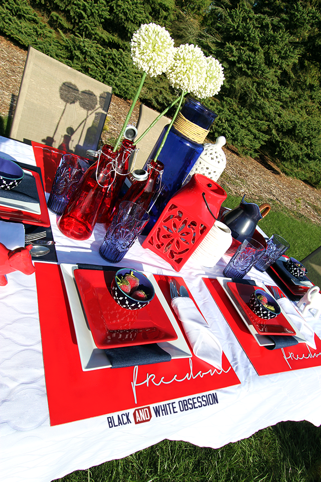 Red, White, and Blue Patriotic Tablescape perfect for Memorial Day, Independence Day, or Veteran's Day Centerpiece | www.blackandwhiteobsession.com