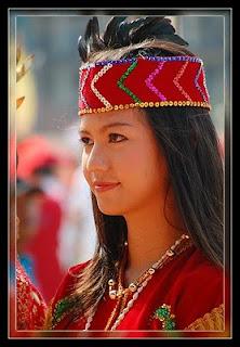 Pesona Kecantikan Gadis-gadis Suku Dayak