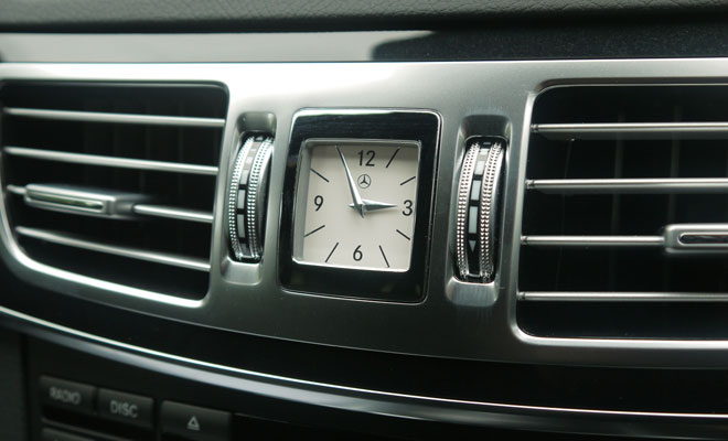 Mercedes-Benz E300 Hybrid clock