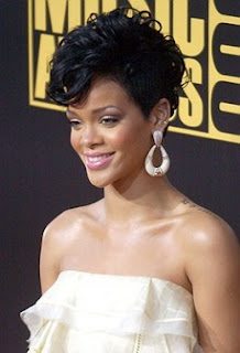 Rihanna curly hairstyle
