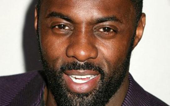 El actor Idris Elba luciendo su barba.