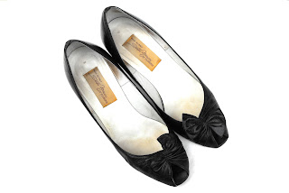 https://www.etsy.com/listing/229561699/1950s-la-dolce-vita-vamp-pumps-vintage