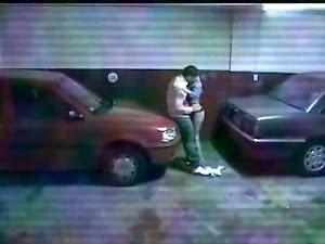 Casal no Estacionamento
