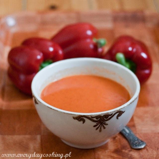 Zupa paprykowa z pomarańczą