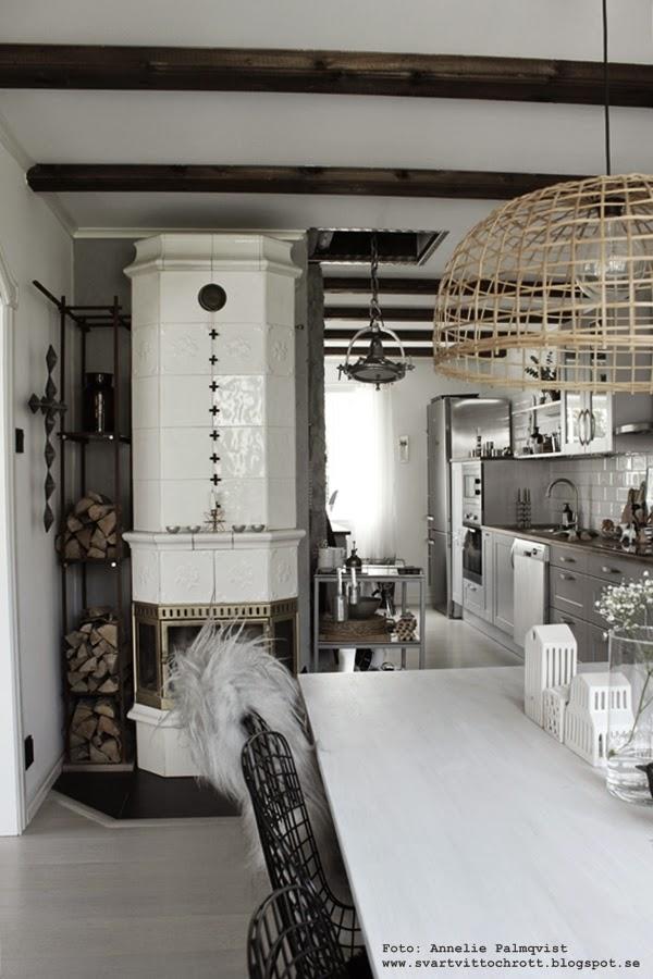 kök, industriellt kök, köket, köksbilder, industristil, kors girlang, diy för inredning, vitt, vit, vita, svarta stolar, jotex,
