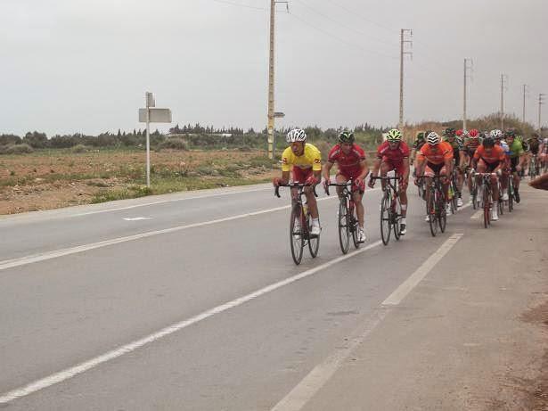 صور : المرحلة السادسة من طواف المغرب تقود الدراجين إلى الناظور