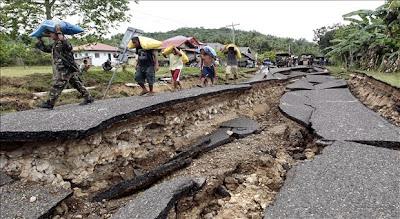 SE ELEVO A 171 LAS VICTIMAS FATALES DEL TERREMOTO DE 7,2 GRADOS EN FILIPINAS