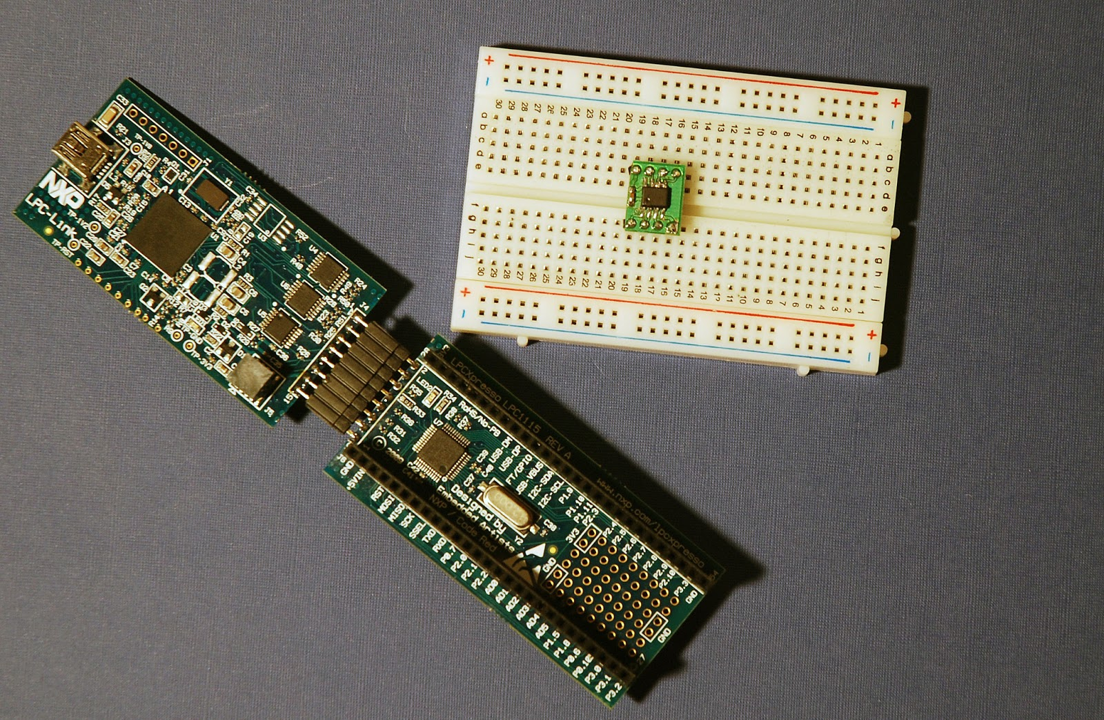 Rubis World Of Embedded Electronics Meet The Lpcxpresso Lm75 Temperature Sensor Schematic Lpc 1115 And On A Breadboard