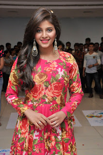 Anjali tamil beauty new hairstyle looking dazzling glamorous at special Rangoli competition