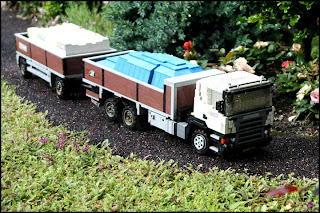 Scania-lastbil med släp
