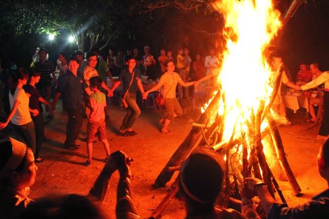 Đốt lửa trại ở thung nai