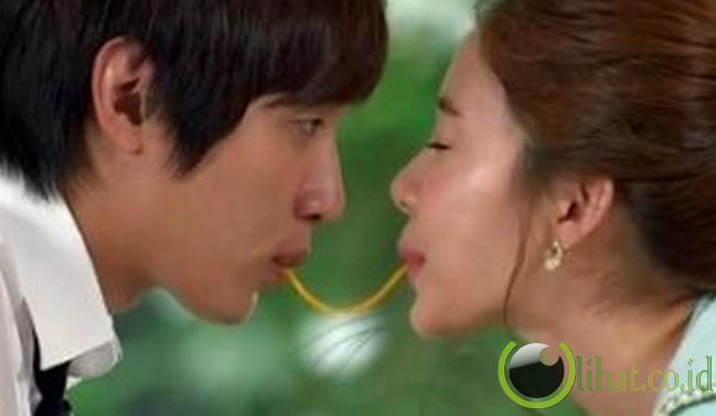 Di drama, pria yang jatuh cinta bisa jadi sangat romantis. Si pemeran