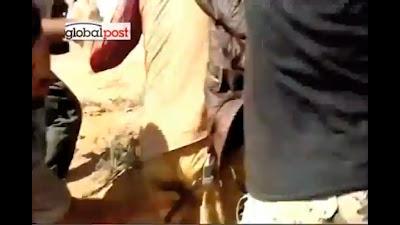 Foto Muammar Khadafi di Sodomi
