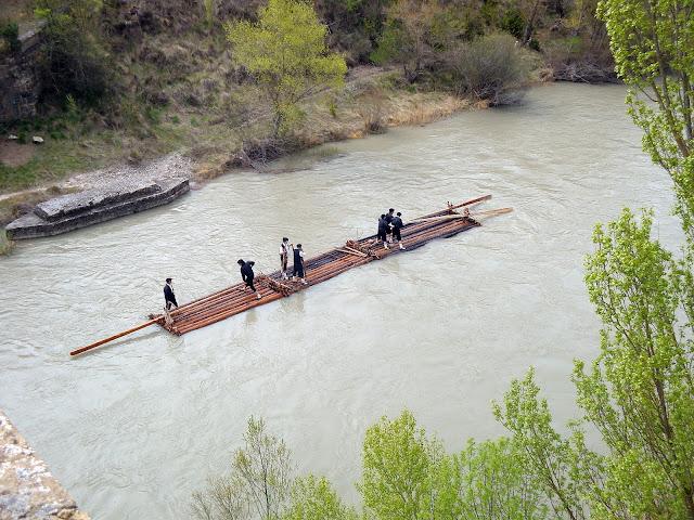 Almadías, navatas y otros ríos