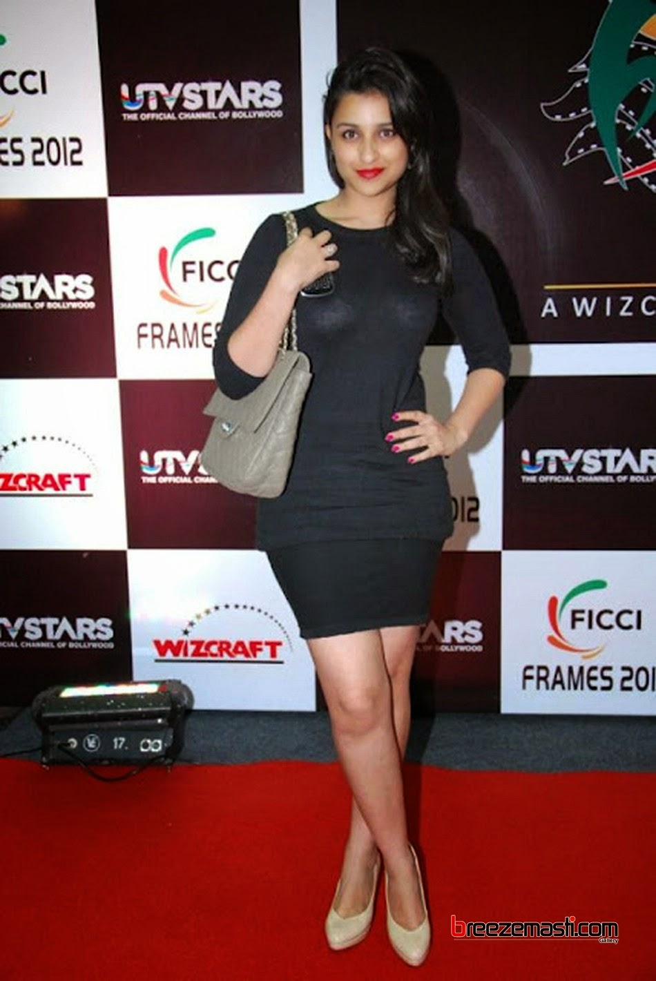 Parineeti chopra hot legs was