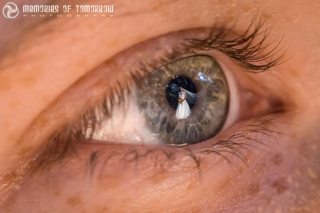 Fotógrafo captura incríveis e emocionantes imagens do reflexo dos olhos dos convidados de casamentos