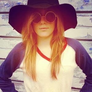 Chloe Elizabeth-About Me