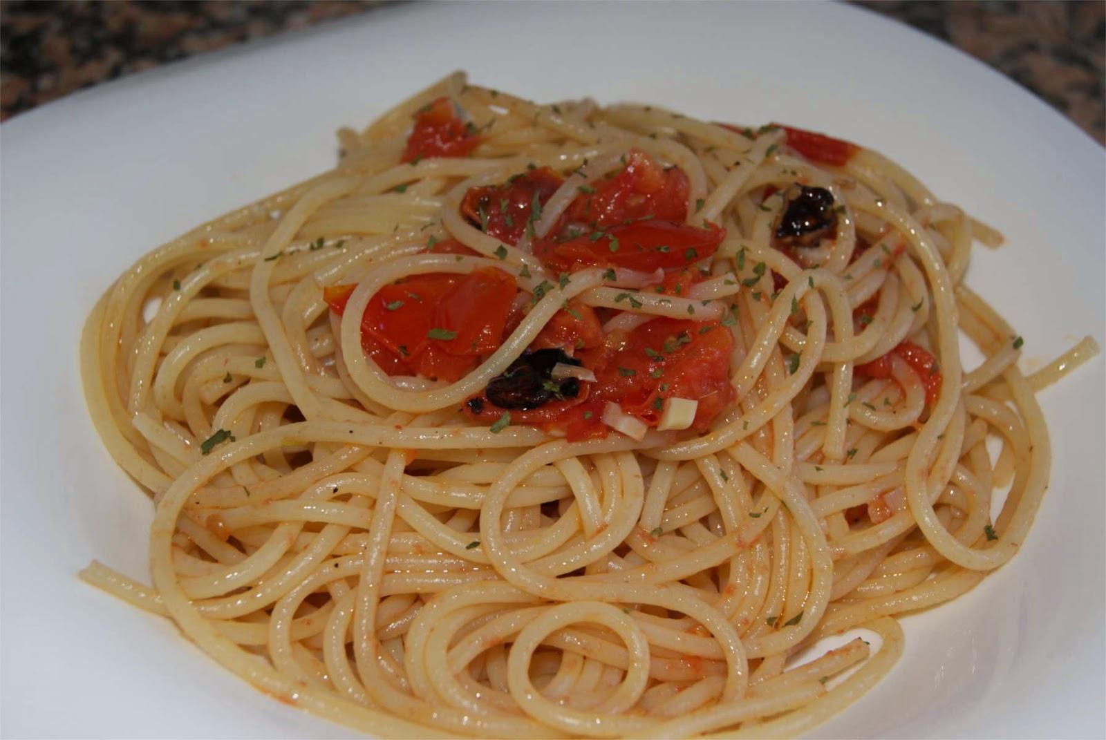 Pasta con tomate y nueces