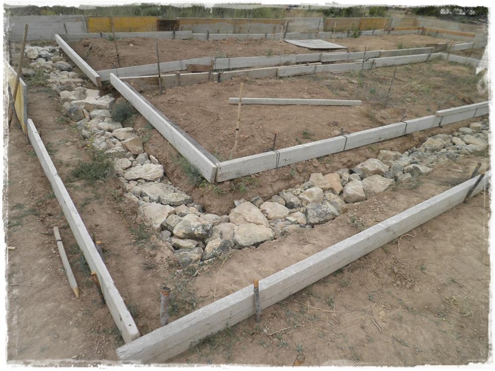 Paja y barro cimientos radicales - Hacer pared de piedra ...