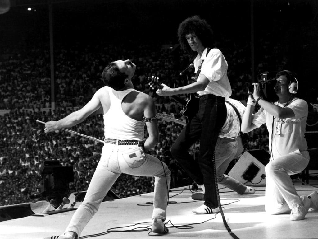 http://1.bp.blogspot.com/-gE_d78fOvlg/TY5O7kyOlyI/AAAAAAAAA9o/ebjJH9G2UYg/s1600/Under-Pressure-Queen-Band.jpg