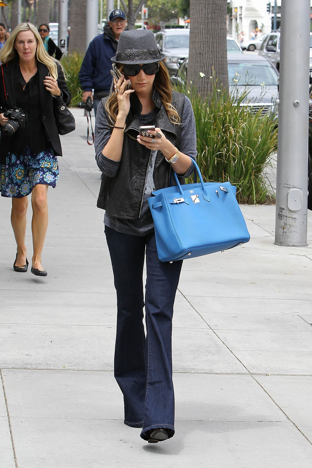 http://1.bp.blogspot.com/-gEiFbQHVnsA/T1EZWc2MsNI/AAAAAAAAAh0/UBeXG8Hcwzw/s1600/ashley-tisdale-fashion-celebrity-gossip.jpg