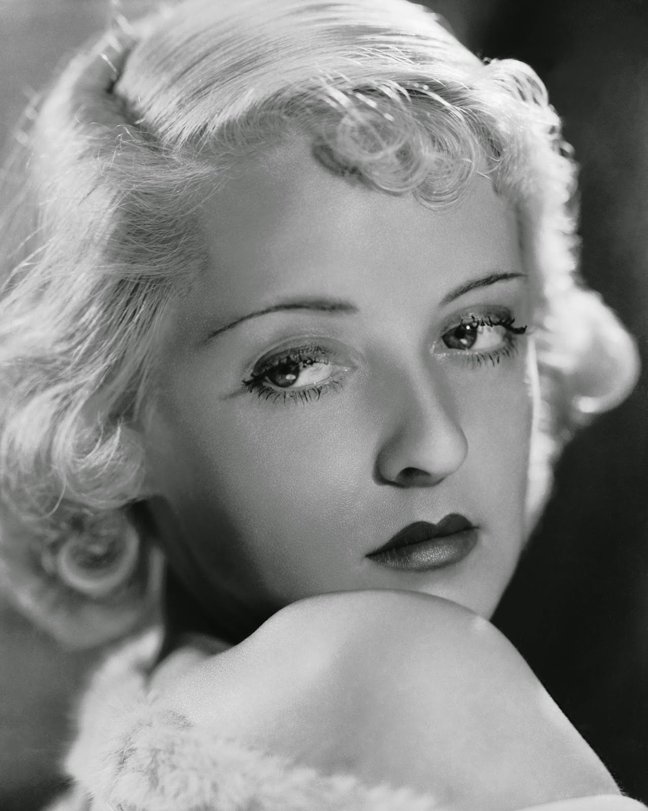 bytes bette davis and her eyes. Black Bedroom Furniture Sets. Home Design Ideas
