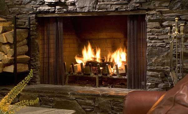 Камин в доме: плюсы и минусы, настоящий или электрический камин лучше