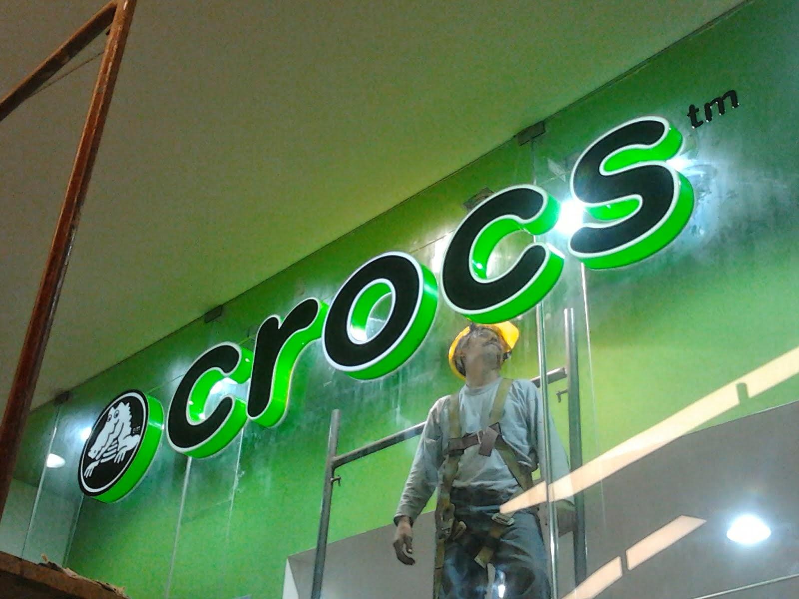 crocs - LETRAS EN ACRILICO