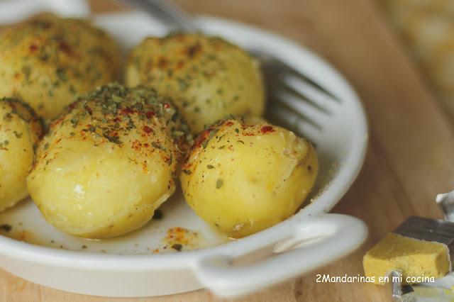 Patatas de guarnición con especias y aceite aromático al avecrem