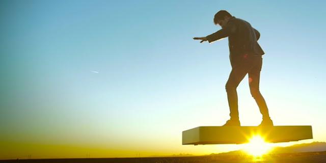 Wow! Skate Board Canggih yang Bisa Melayang di Udara Selama 6 Menit