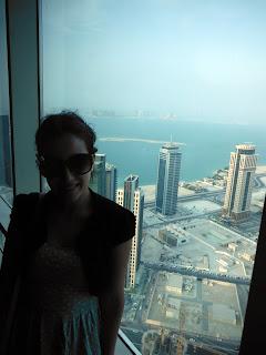 Vistas de Doha en un restaurante planta 50