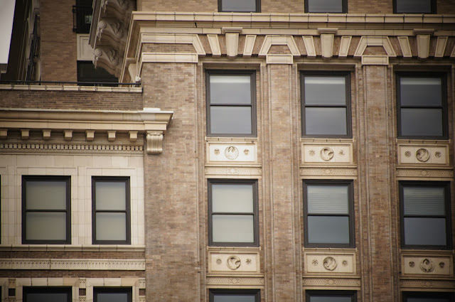 picture of windows of an old Chicago building