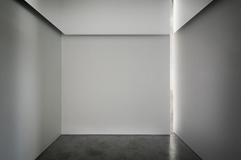 Interiores minimalistas elegante apartamento en la quinta for Apartamentos minimalistas
