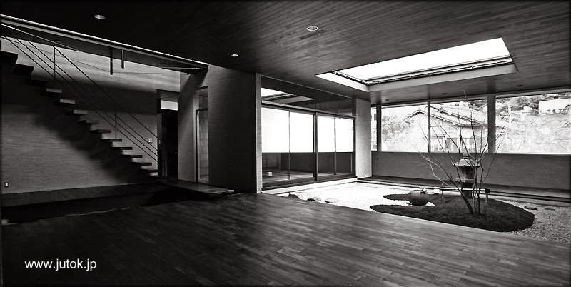 Interior de casa contemporánea japonesa foto en blanco y negro