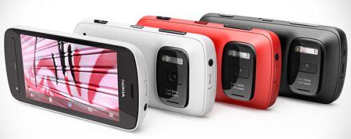 Nokia 808 PureView siyah, beyaz ve kırmızı renklerde geliyor.