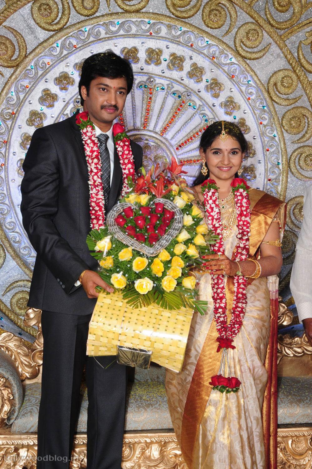 Aryan Rajesh With His Wife Subhashini And Family Photos Stills