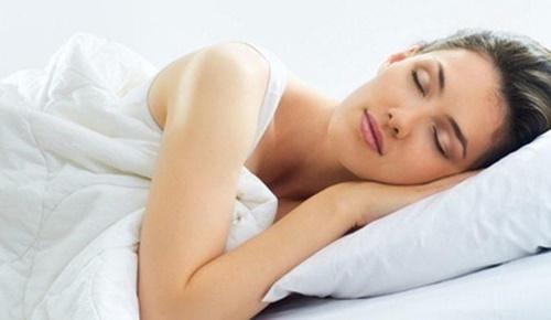 Manfaat tidur telanjang bagi kesehatan tubuh