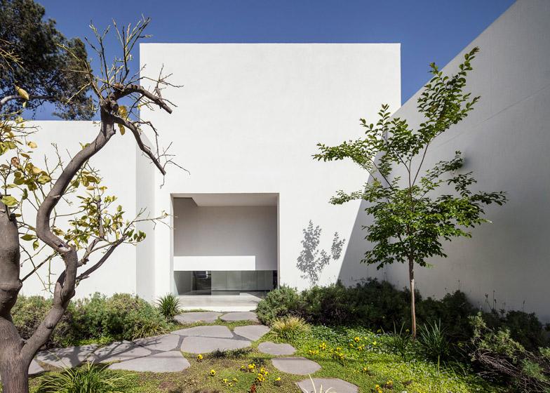 Casa galleria d 39 arte t a house a tel aviv by paritzki for Piani di casa con una vista verso la parte posteriore