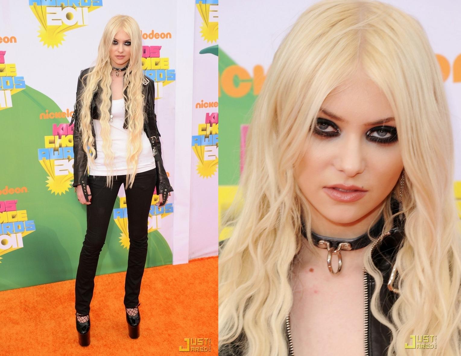 http://1.bp.blogspot.com/-gFnjrHGJ7OA/TbOu2zqGXcI/AAAAAAAAAXU/q8SyZH98wQ8/s1600/Taylor+Momsen-horz.jpg