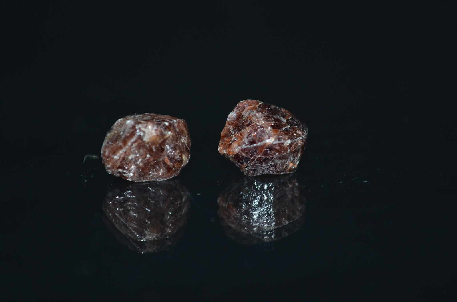 zircon radiometric dating Uranium–lead dating, abbreviated u–pb dating, is one of the oldest and most refined of the radiometric dating schemes it can be used to date rocks that formed and crystallised [2] from about 1 million years to over 45 billion years ago with routine precisions in the 01–1 percent range.