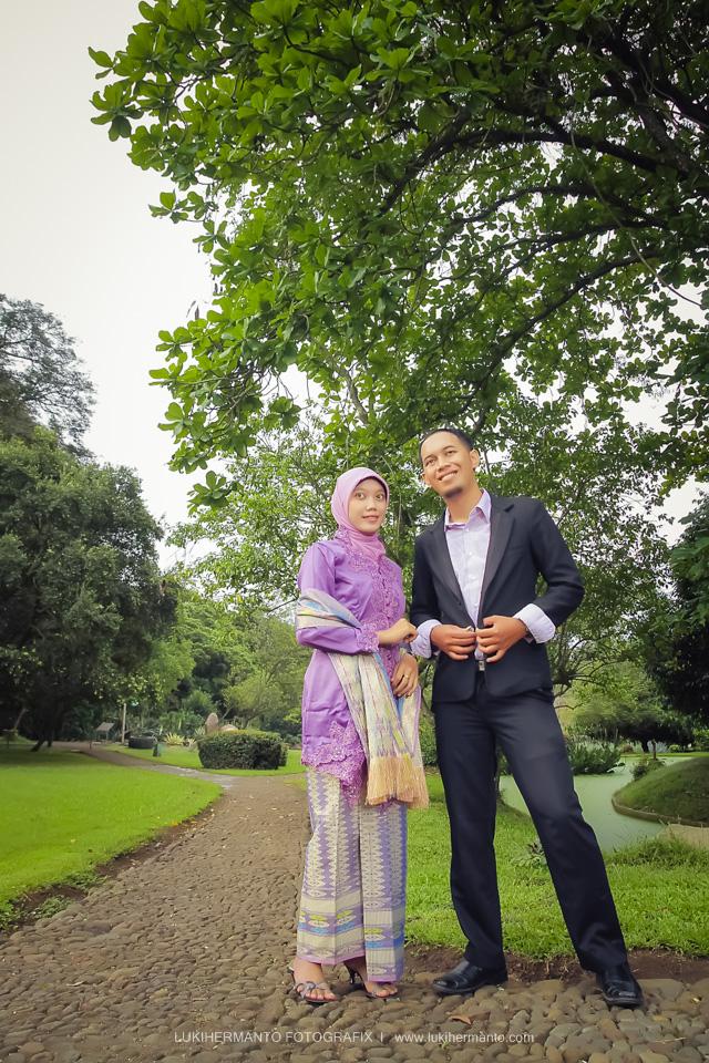 Foto prewedding berjilbab muslim