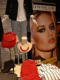 The shopping Night Barcelona 2012 Rimmel en Stradivarius
