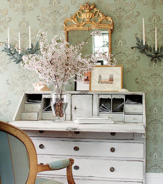 Pretty Secretary Desk