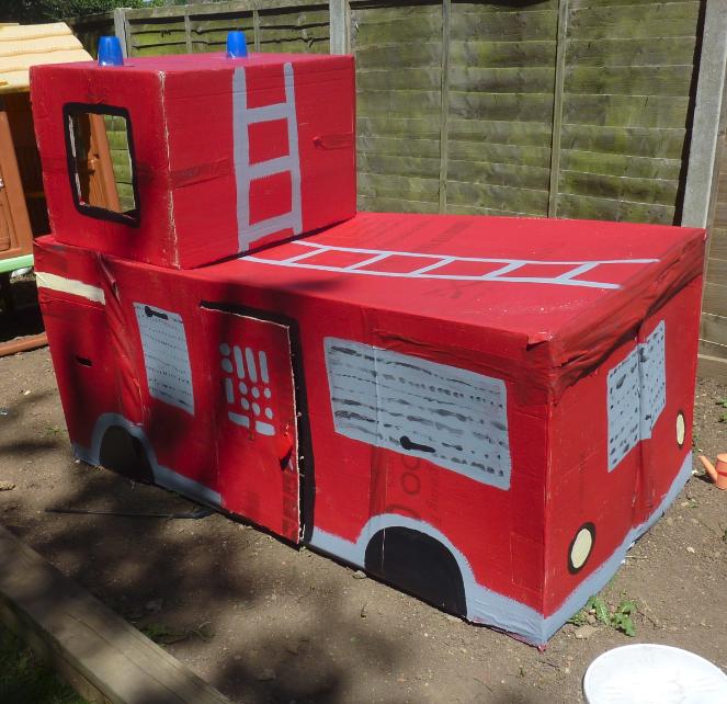 jovial spondoodles fire engine from cardboard boxes. Black Bedroom Furniture Sets. Home Design Ideas