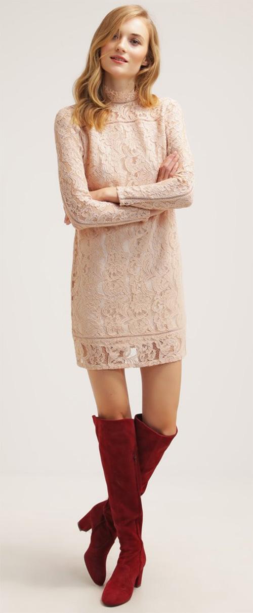 Robe courte rose en dentelle Reiss