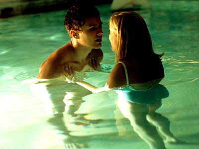 Sebastian Annette swimming Cruel Intentions 1999 movieloversreviews.blogspot.com